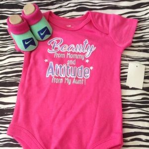 NEW NIKE BABY BOOTIES 0-6M & BEAUTY BODYSUIT 3-6M